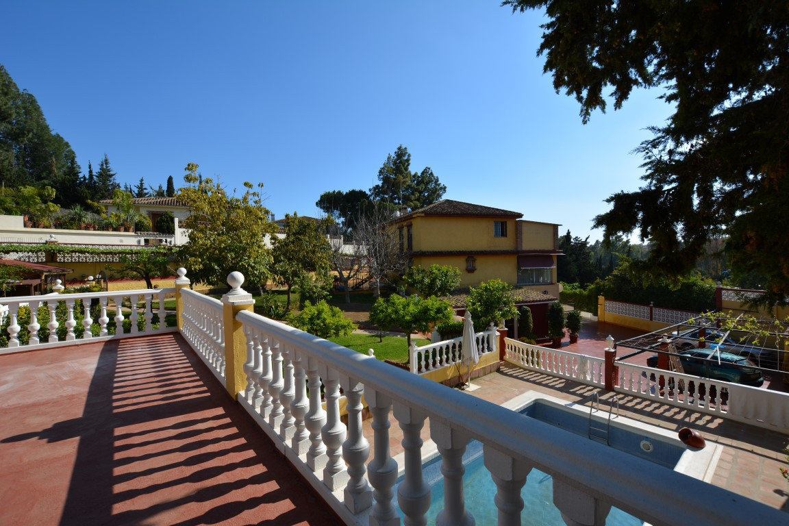 OPPORTUNITY!! LUXURY VILLA WITH 3 INDEPENDENT FLOORS!!  Luxury villa located in an exclusive urbaniz, Spain