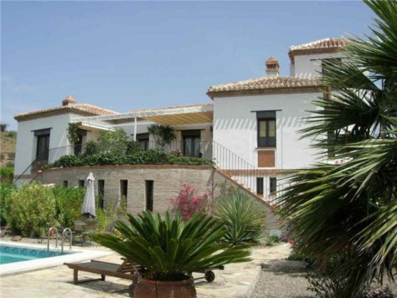 An impressive Villa built in Cortijo style, totally private and with fantastic views (lake and mount, Spain