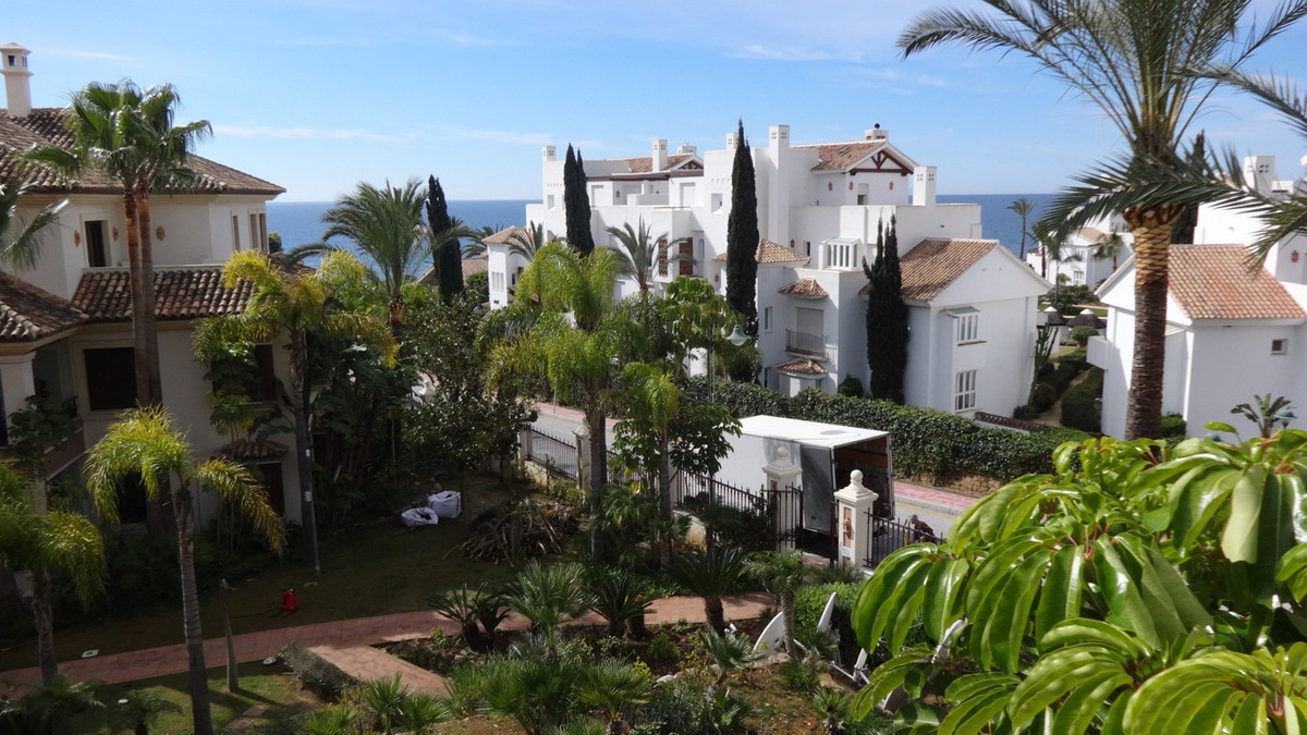 In the area of Los Monteros to the east of Marbella, we find this fabulous apartment in a front line,Spain