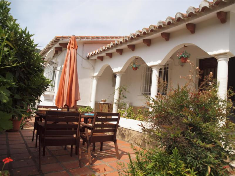Magnificent Villa in La Vinuela with panoramic views. Fully furnished. It has a living room with fir,Spain