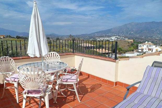 Very spacious villa from 2011 in excellent condition and with panoramic views.The villa consists of , Spain