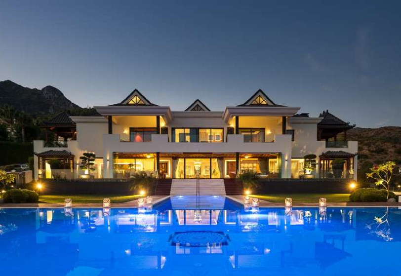 Modern mansion with Balinese touch and breathtaking sea and mountain views situated in the prestigio,Spain