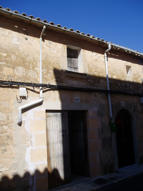 Townhouse for complete reform   Living area of 107 m2, plot 125 m2,Spain
