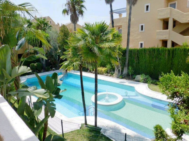 5 bedroom 3 bathroom west facing apartment with views of the garden and swimming pool. The apartment,Spain