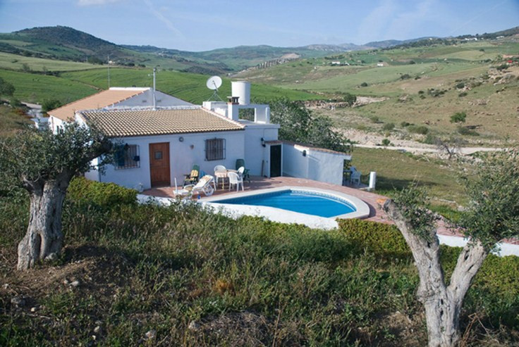 A very nice Finca up in Alora with licence to run a hostal business.   Bed and Breakfast or half pen, Spain
