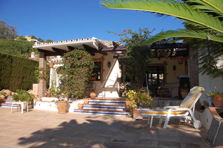 This is a wonderful 3 bedroom detached villa in the heart of Benahavis Pueblo and within easy walkin, Spain