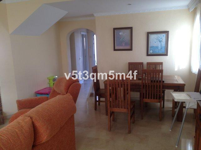 Excellent townhouse located in an established and well connected with urbanization. With 3 bedrooms ,Spain