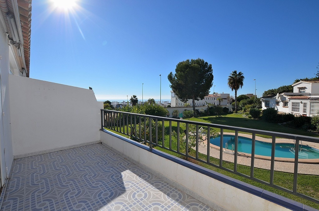 FANTASTIC TOP FLOOR STUDIO WITH SEA VIEWS AT ONLY 75 MTS FROM THE BEACH located in Torremuelle (Bena, Spain