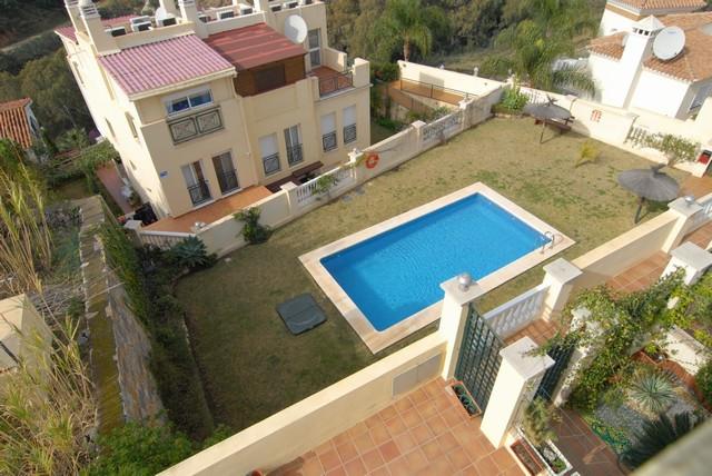 Well presented 2 bedroom Townhouse, located in Torreblanca between Fuengirola and Benalmadena. Well ,Spain