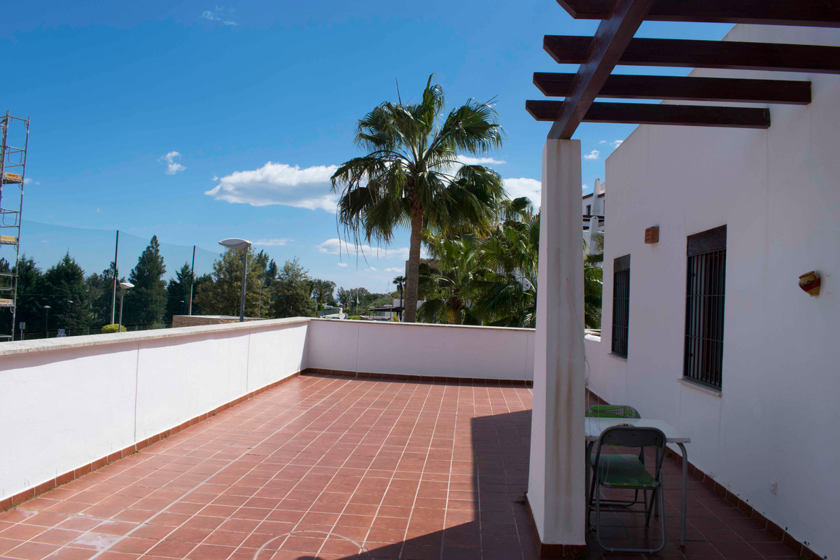 Nice 2 bedroom apartment within an already consolidated gated golf complex. Excellent communal areas, Spain