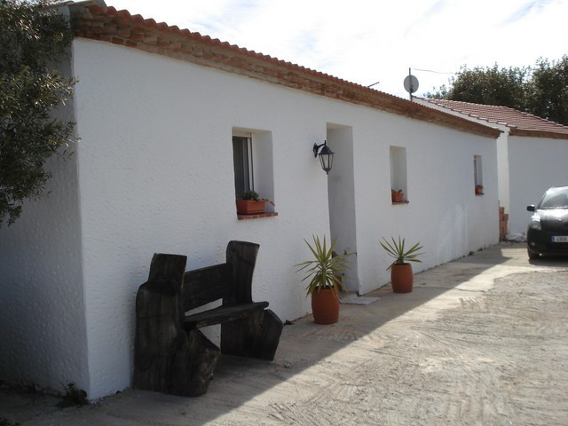 BEAUTIFUL RENOVATED FINCA WITH LARGE DOUBLE GARAGE POSSIBLY FOR CONVERSION TO GUEST APARTMENT.  Loca, Spain