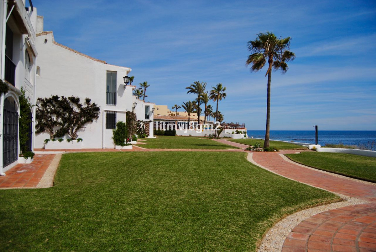 Lovely opportunity next to the Mediterranean!   With only 15 minutes drive to Marbella and Fuengirol,Spain