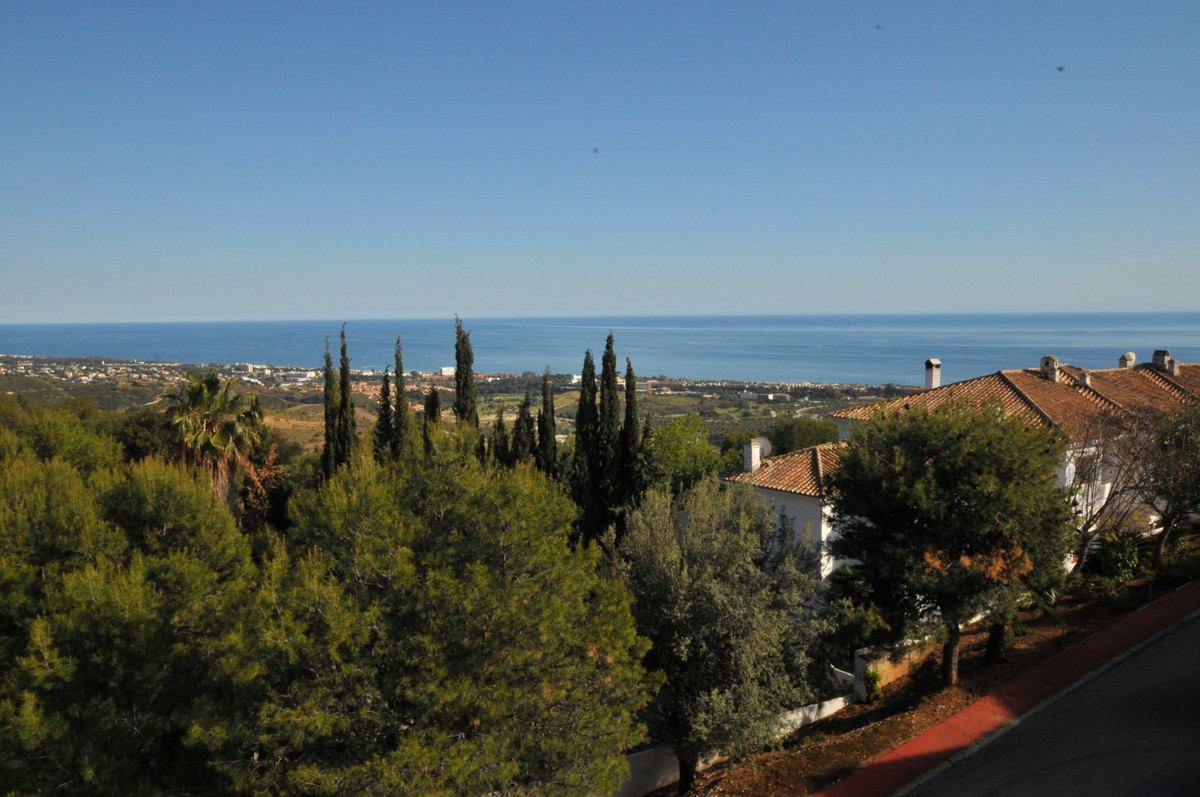 AMAZING TOWNHOUSE WITH EXCELLENT VIEWS !!  It is just 5 minutes driving from the beach and 8 minutes,Spain
