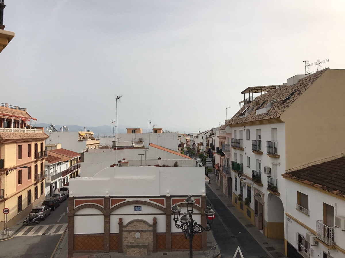 Real opportunity to live in the centre of alhaurin torre, for the price.  Apartment completely renov, Spain