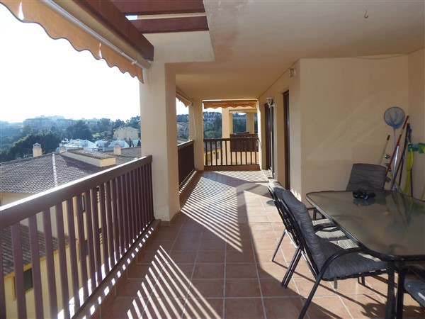 This excellent 2 bedroom apartment is situated on a sought-after development in Benalmadena Costa cl,Spain