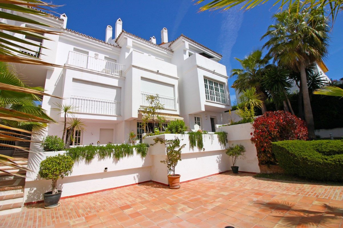 Spacious 3 bedroom apartment close to Puerto Banus, Marbella. The apartment has 124 m2 and  enjoys m, Spain