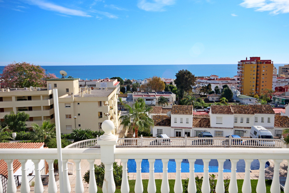 Apartment located on the ground floor of a gated community in Montemar. This building is facing to t,Spain