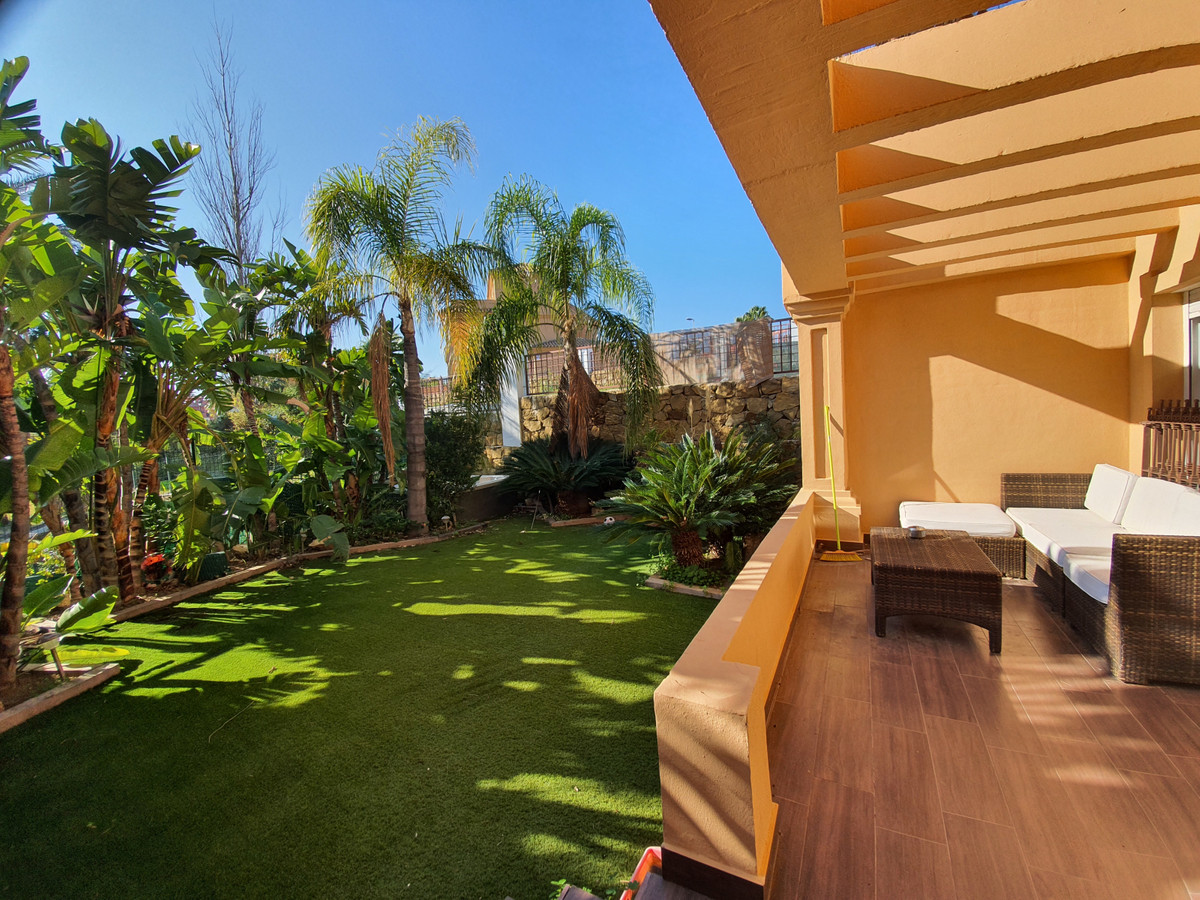 This fantastic 3 bed semi detached corner house is the size of a villa. It has a beautiful landscape,Spain