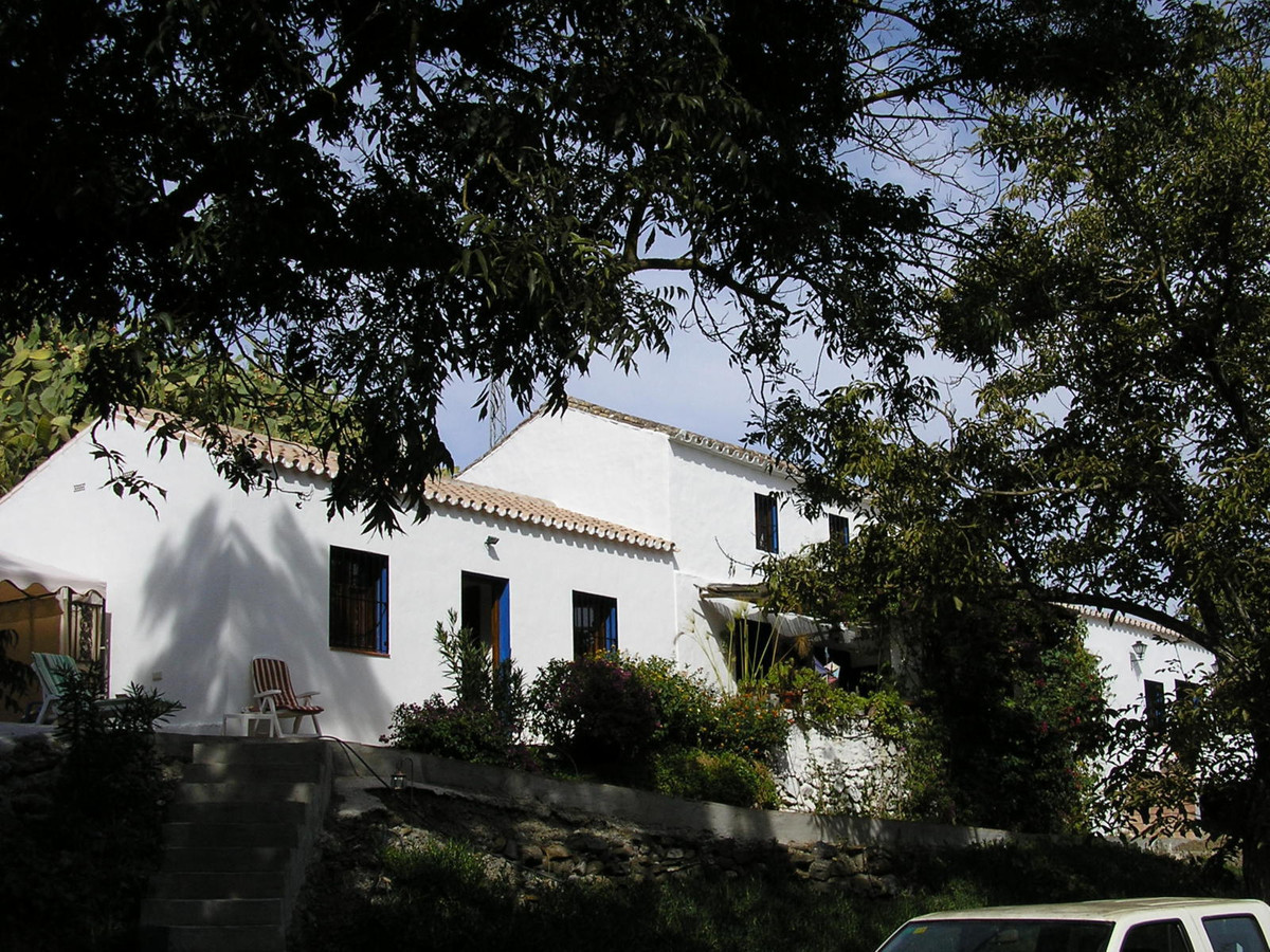 Private finca in Coin with over 10.000m2 of land with fruit trees but also very close to the center ,Spain
