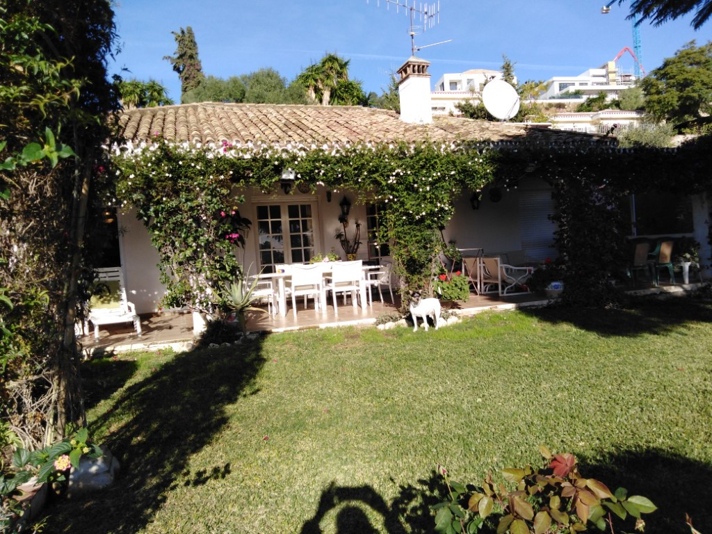 Fantastic opportunity to buy a frontline golf property for renovation  This 3 bedroom, 2 bathroom co, Spain