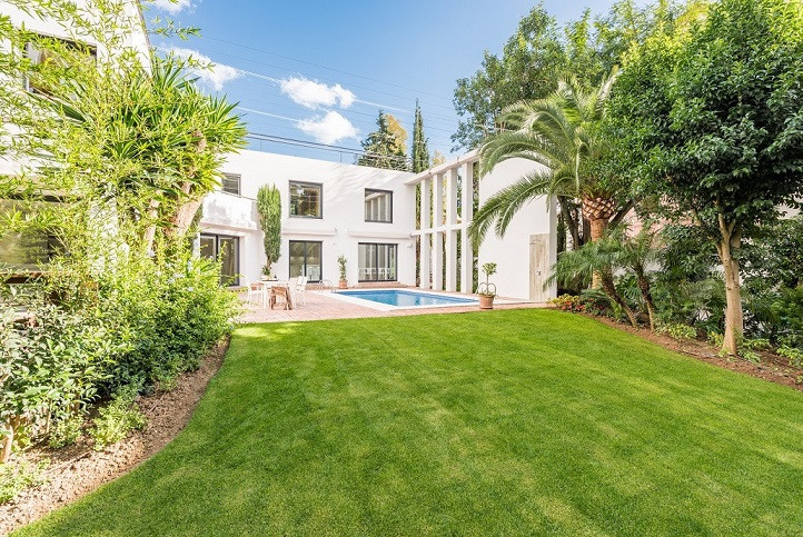 Amazing four bedroom villa in Nueva Andalucia, in the heart of the Golf Valley, surrounded by some o, Spain