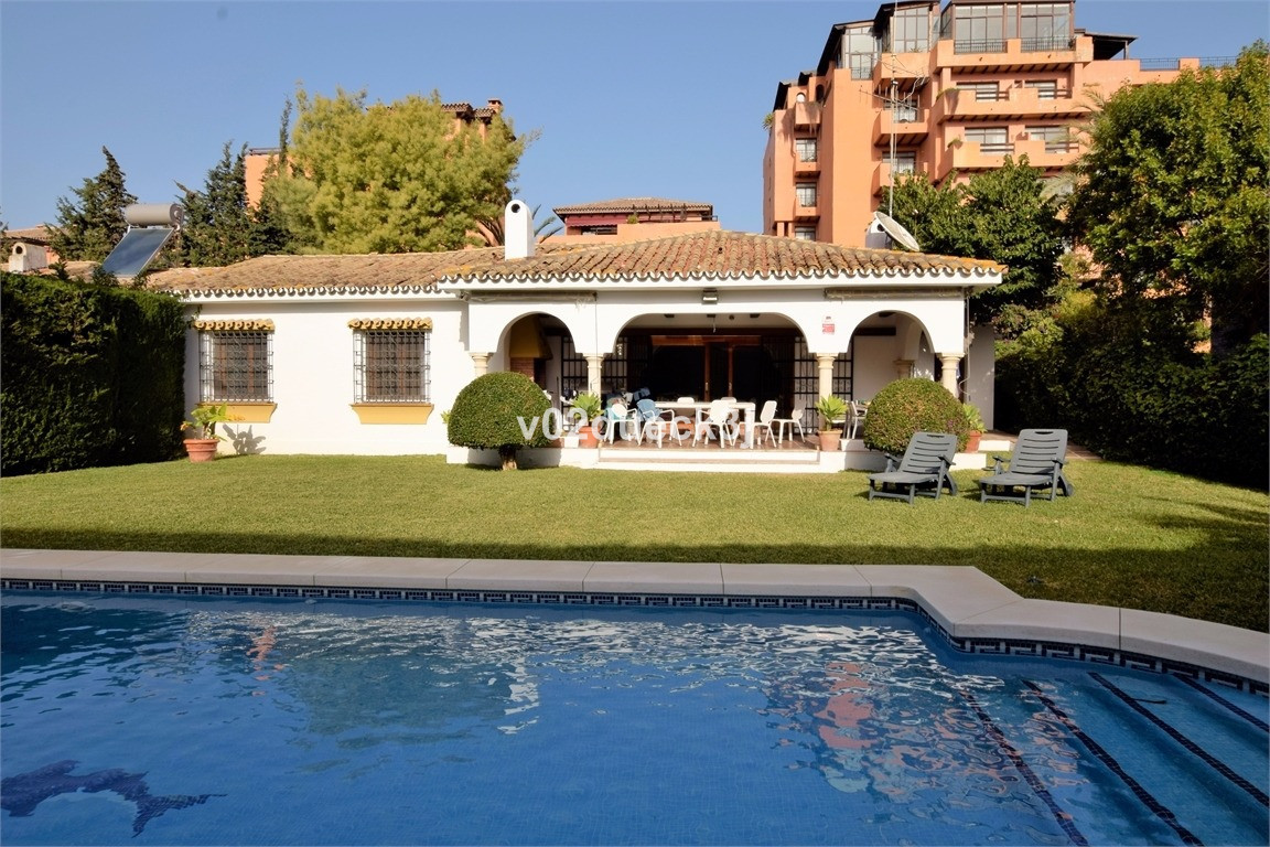 Houses on the beach side of Atalaya with private pool and a private garage. Great potential but in n, Spain