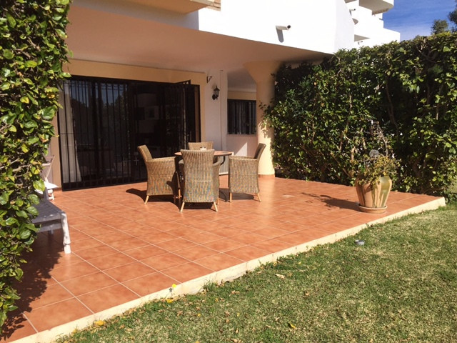 The apartment offered here is located in a very maintained apartment complex, which was built in 198,Spain