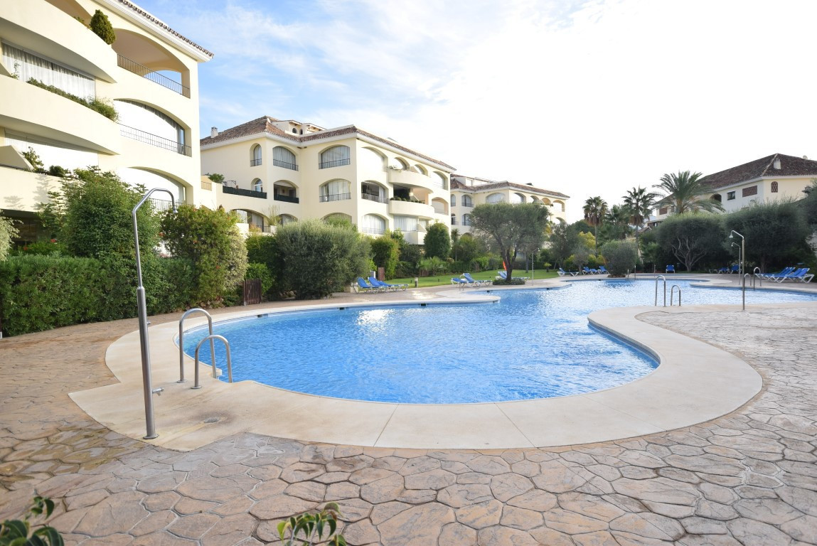 Fantastic apartment in Bahia de Marbella. It is a lovely property has a large and bright living room, Spain