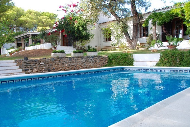 Beautiful villa with Andalusian style, in  one floor, located in the residential area of  El Rosario,Spain