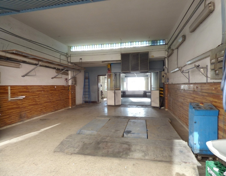 Industrial premises in great location of the Marbella industrial estate. The premises feature 93 sqm,Spain