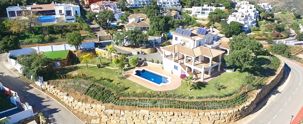 Located in beautiful La Mairena, Elviria on the East side of Marbella, this majestic 5 Bedroom and 6, Spain