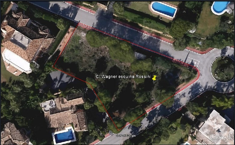 Plot for sale in Sierra Blanca, Marbella Golden Mile. Regarding property dimensions, it has 1907 m² , Spain