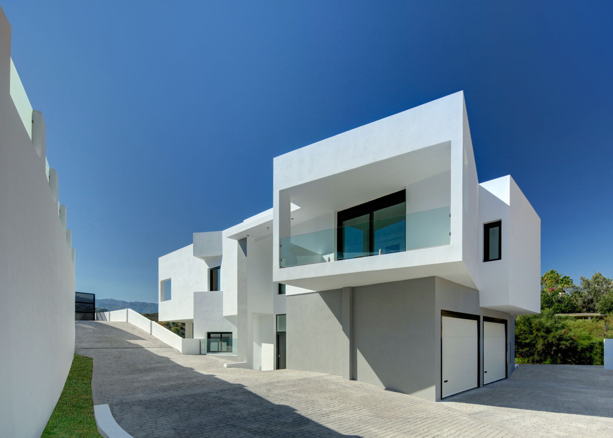 Villa of Design with the best qualities at your fingertips.  This property is being built. It has a ,Spain
