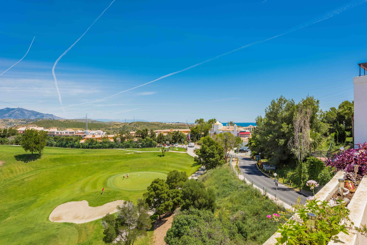 Beautiful penthouse with sea views, southeast orientation, within the Miraflores Golf Club. With a s, Spain