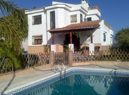 Beautiful Villa close to the beach and overlooking the sea, renovated, furnished, fireplace, storage,Spain