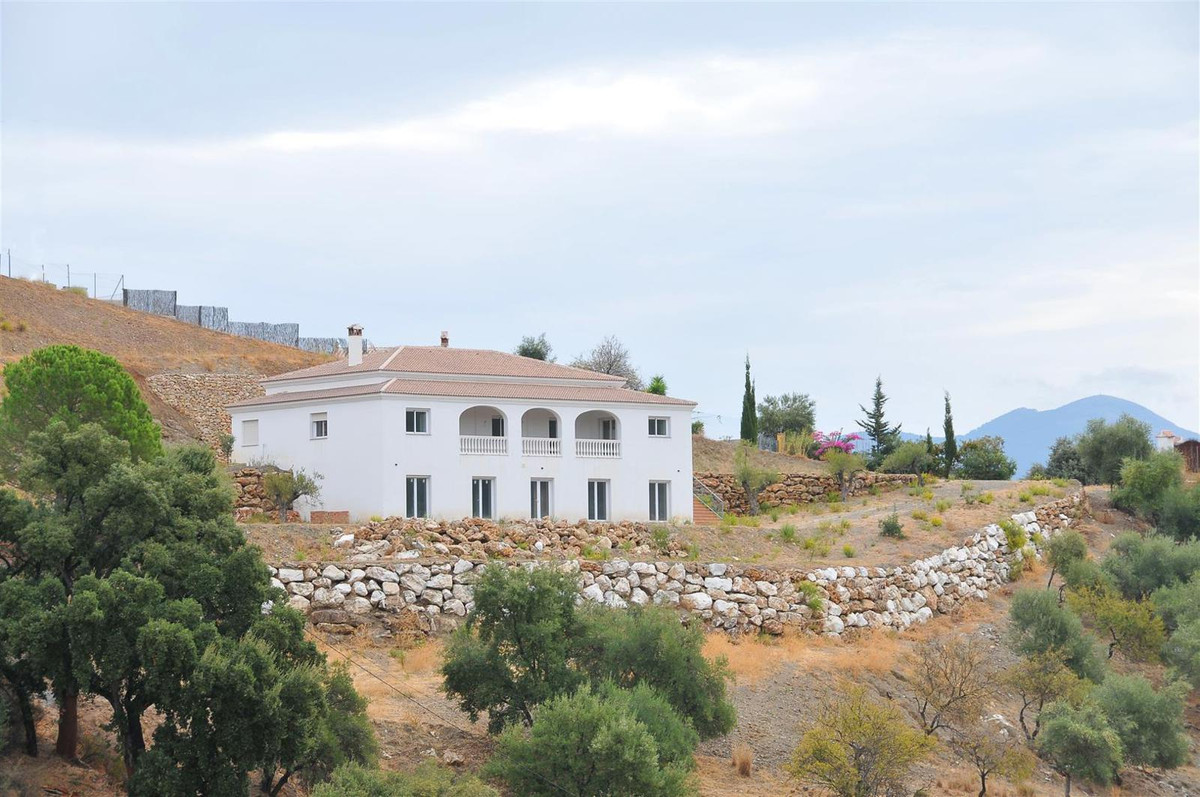 Country property with fantastic views. It has 2 storeys, both totally independent, so there is the p, Spain