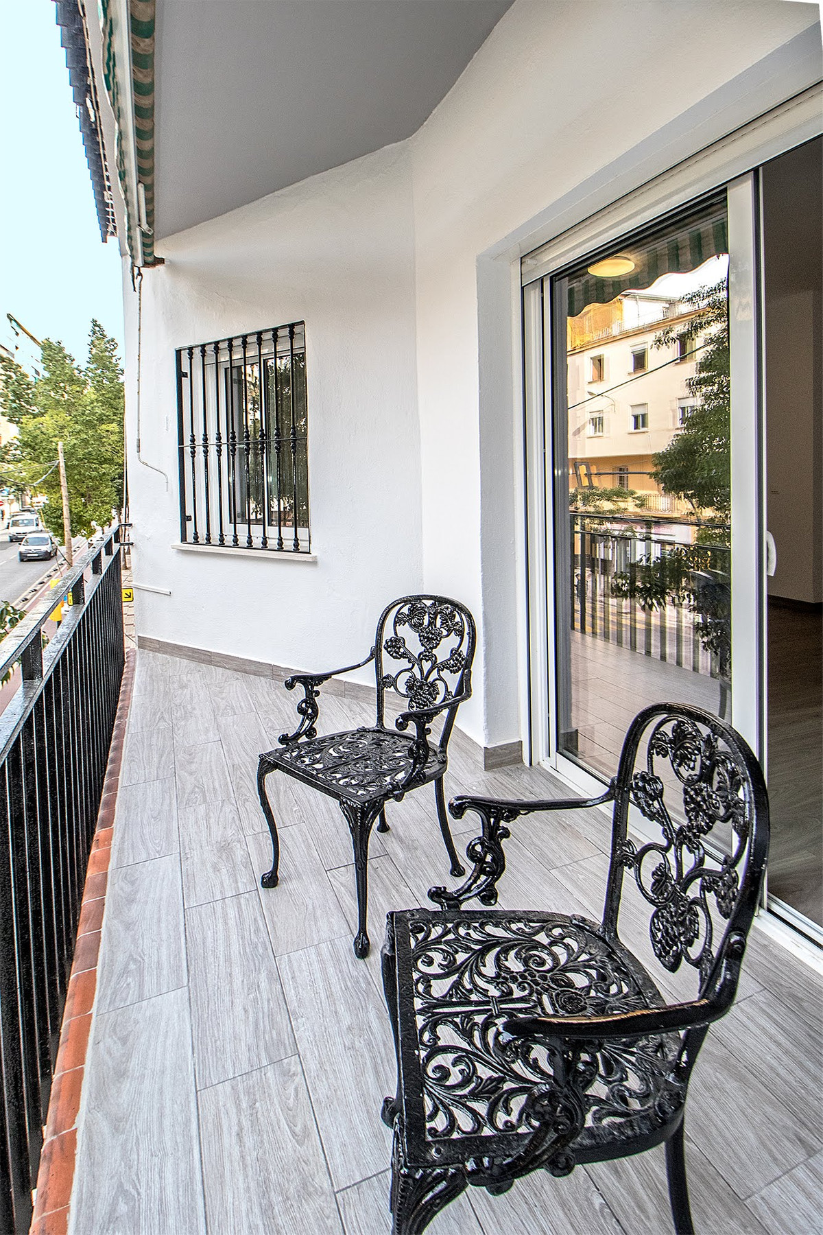 Welcome to the fully reformed 3 bed/ 2 bath apartment merely 10 minutes walk from the Malaga Histori,Spain