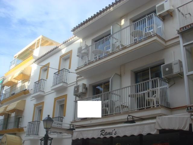 Ground floor with basement, bar / pub / shop or else three-upper house, studios and apartments, suit, Spain