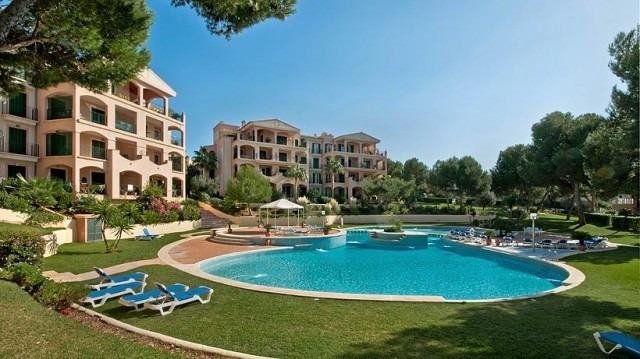 This charming apartment is located on the second floor overlooking the pool and gardens in a quiet c,Spain