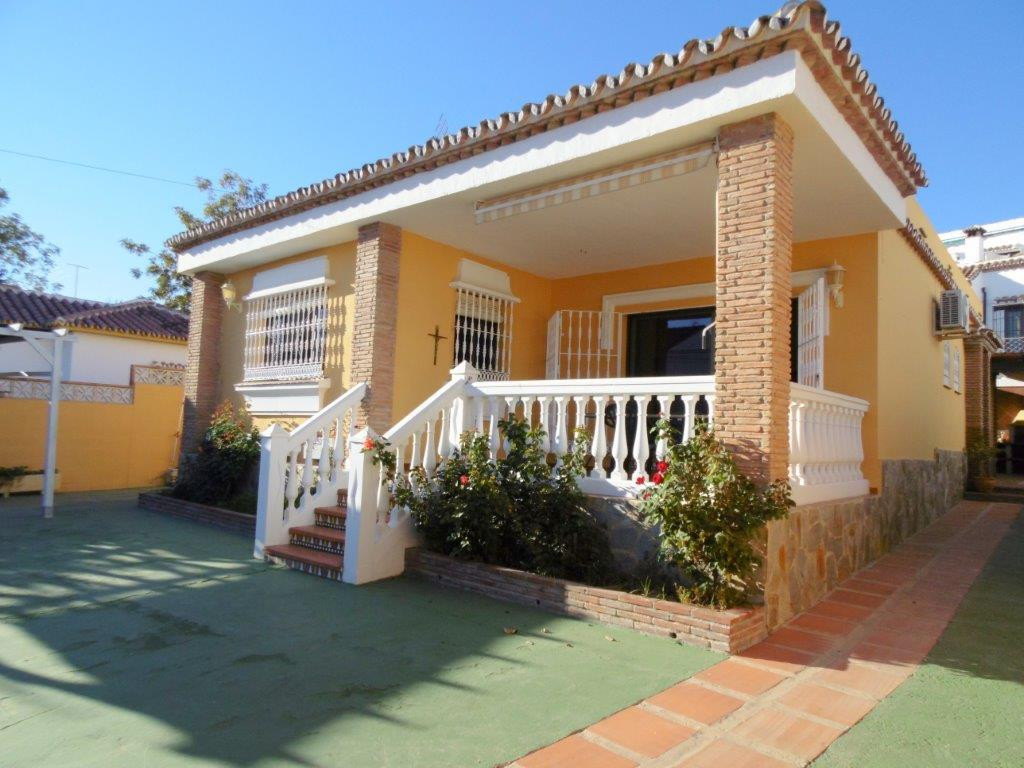 On the outskirts of Fuengirola, in Costa del Sol, in a residential area, villa for sale on one level,Spain