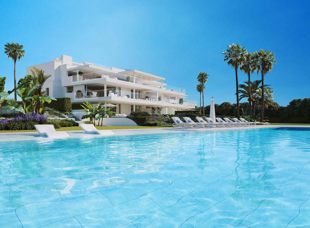 - MODERN COMPLEX IN FIRST LINE OF BEACH -  3 bedroom apartment in a gated complex situated on a plot,Spain