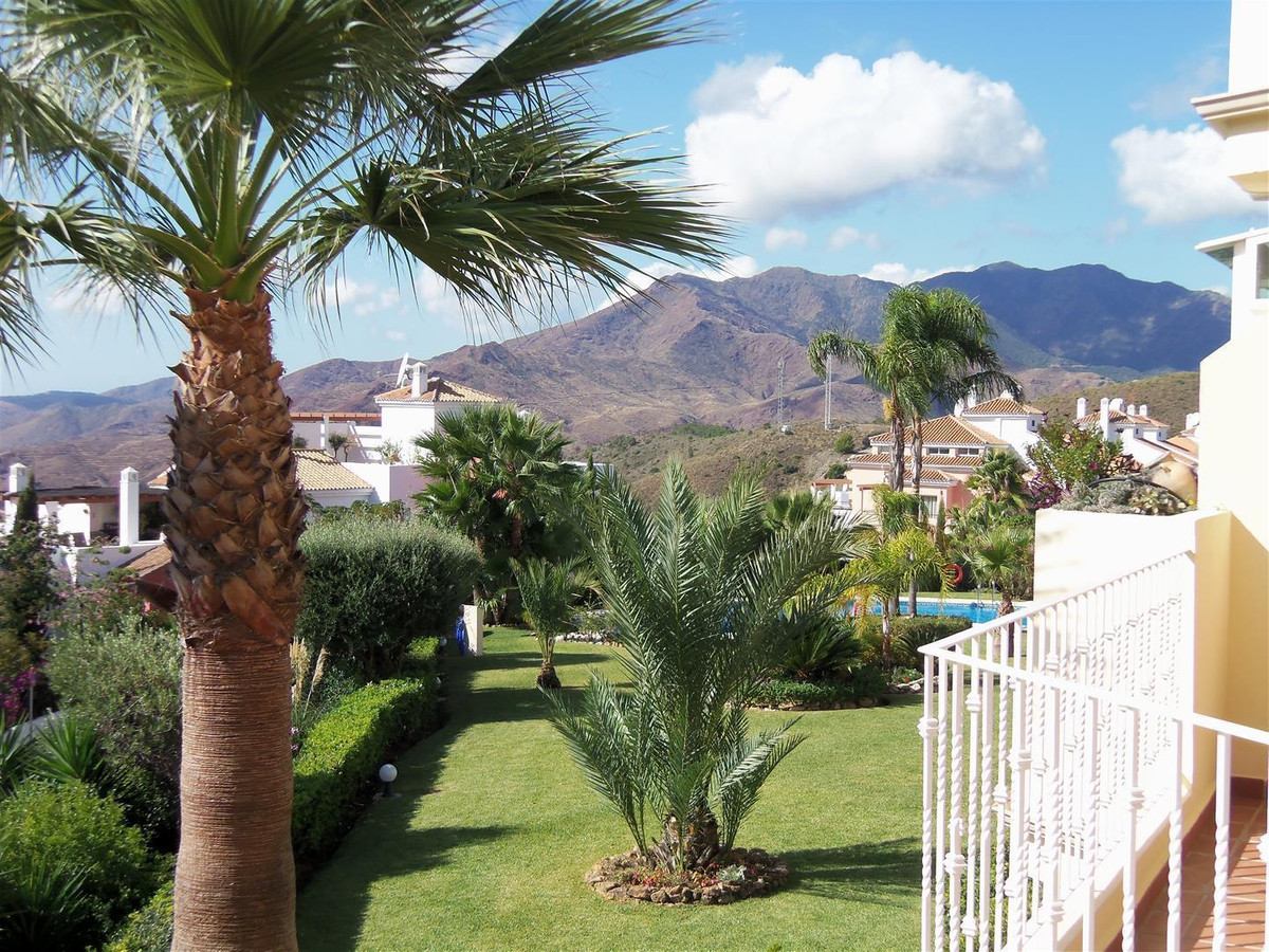Immaculate golf apartment ready to move into; located only 10 minutes from the popular village of Mi, Spain