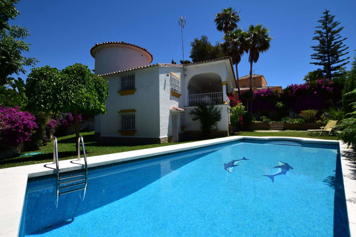 BEAUTIFUL SOUTH FACING VILLA LOCATED IN MARBELLA.  The property has three bedrooms with fitted wardr,Spain