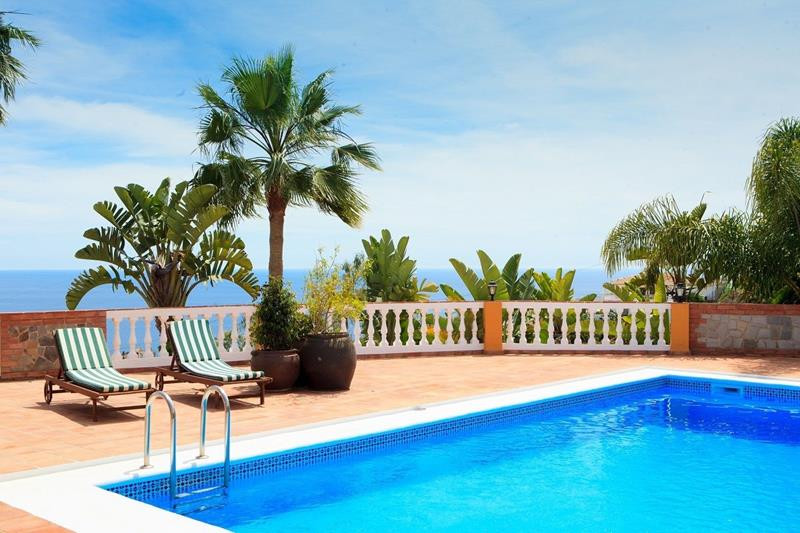 Magnificent villa built on  a1200m2 plot. With 600 m2 of living space on 3 floors that have been par,Spain