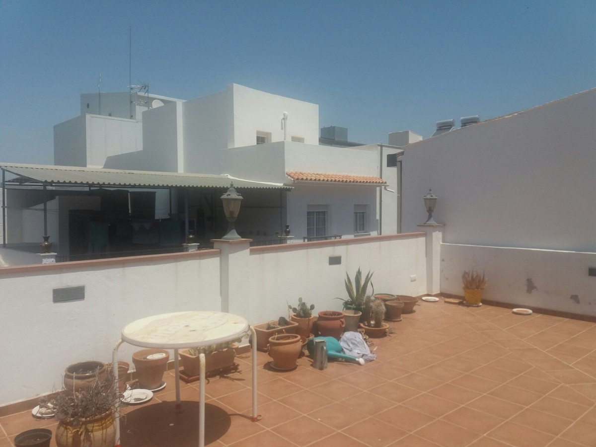 IN THE CENTER OF CARTAMA. For sale. A very large house partly renovated, consisting on ground floor , Spain