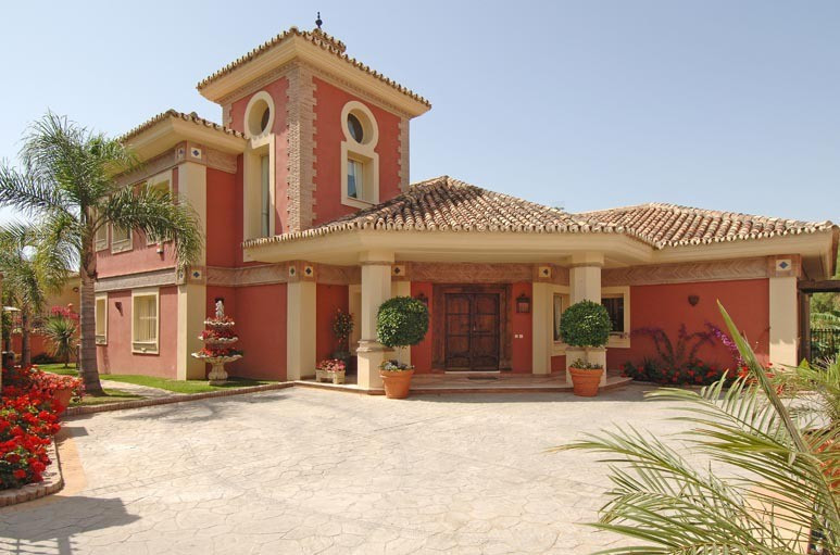Really a beautiful  an amazing Villa set in the gated community in La Quinta, with 24 hour security., Spain