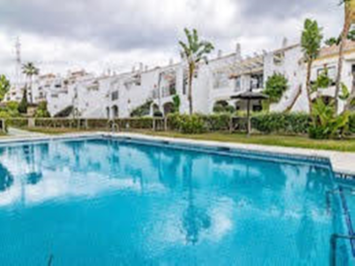 Beautiful townhouse by Miraflores golf course,  The house has 3 bedrooms with bathroom and guest toi, Spain