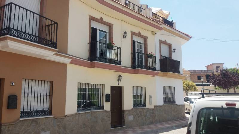 Situated in a cul de sac in a great area of town near to schools, shops and transport. This property,Spain
