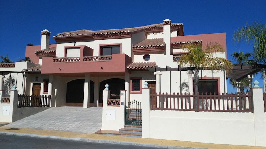 Luxury semi-detached house in urb. Los Nebrales, with parking, swimming pool, large terraces, three ,Spain
