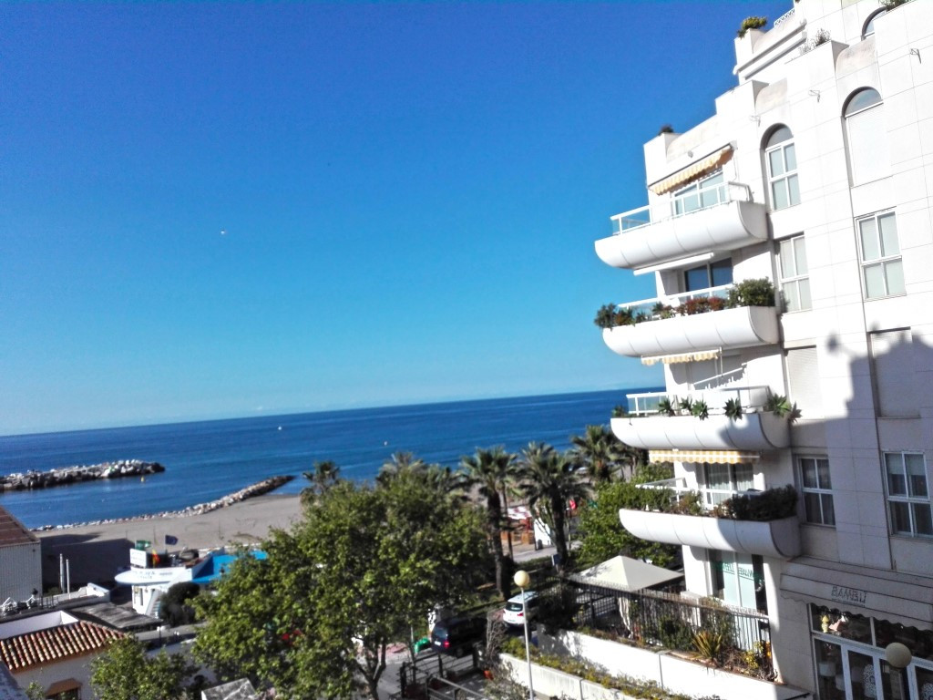 Nice 3 bedrooms apartment in a private complex close to the beach. This apartment consist of 3 big b Spain